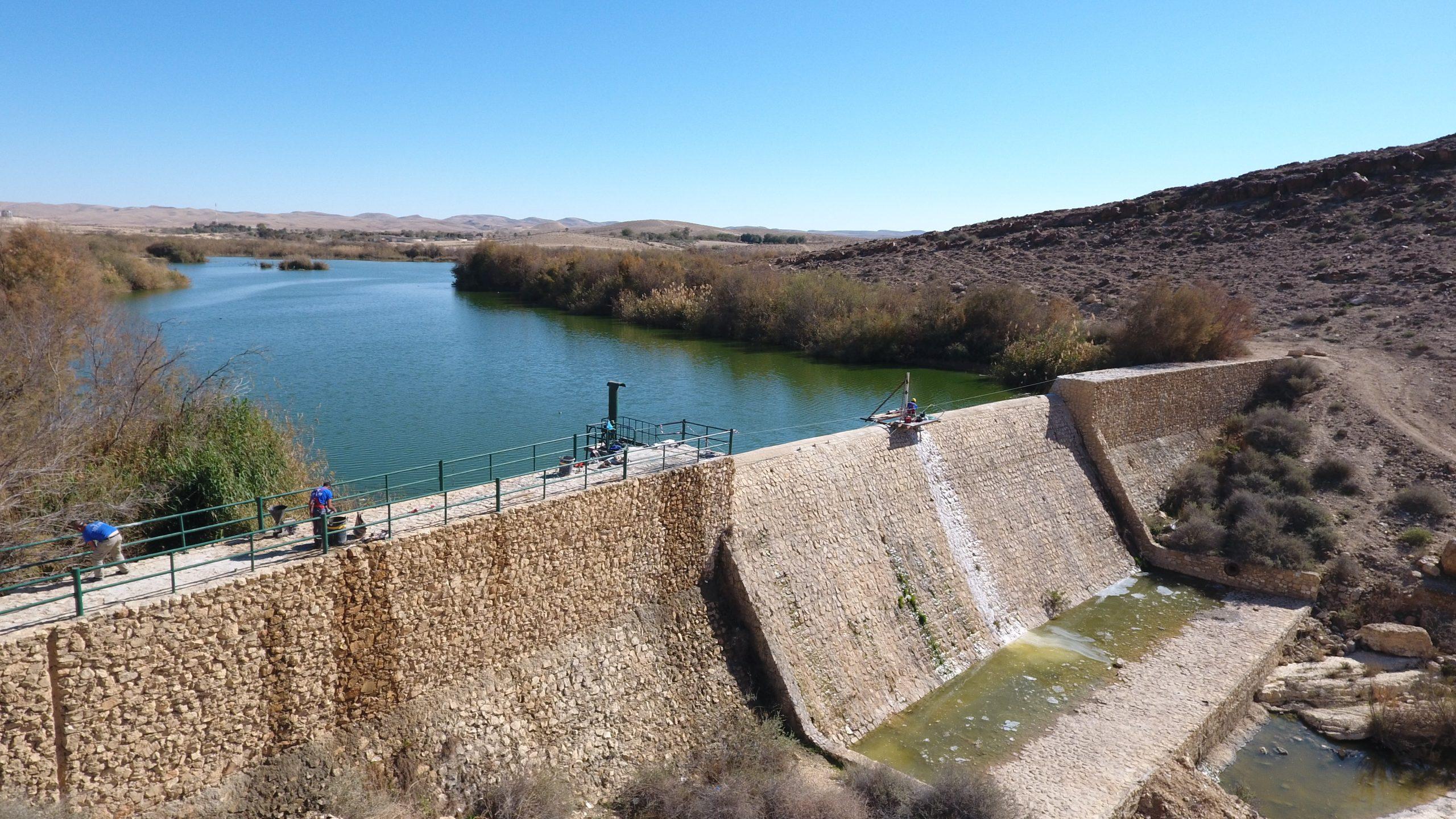 שיקום הסכר ההיסטורי בפארק אגם ירוחם והקמת גשר על גבי הסכר